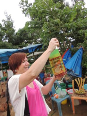 Artist painting and enjoying trips from our Thailand Painting Holidays guesthouse