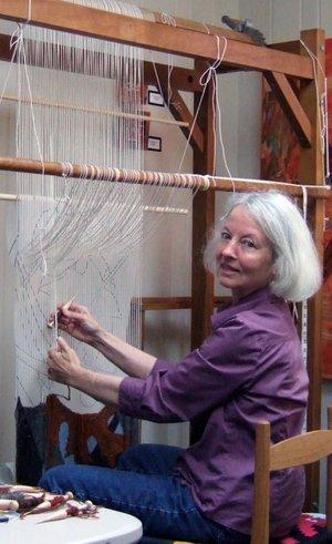 Tommye-McClure-Scanlin-weaving-a-tapestry.-600x982 (1)
