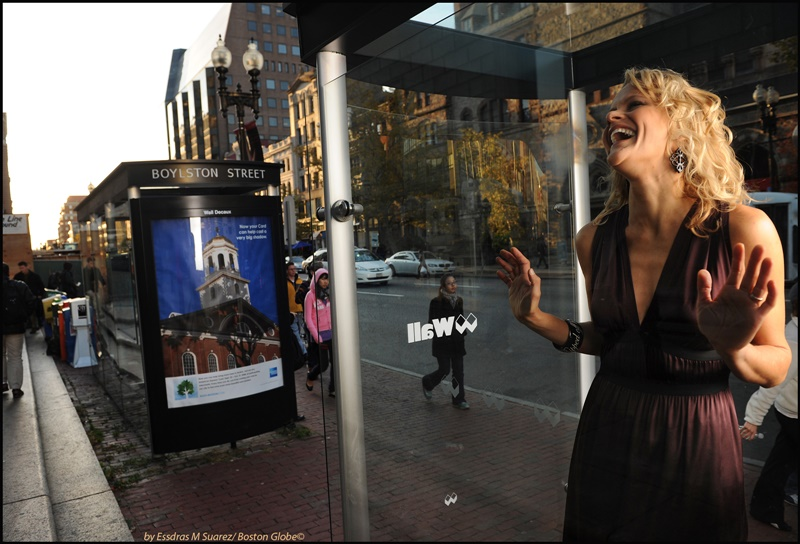 Boston, MA 103008   Robin Hauck (Cq) editor of website Mistropolis was photographed on Boylston Street in Boston on October 30, 2008 by the Boston Public Library for the the 2008 25 Most Stylish. (Essdras M Suarez/ Globe Staff)